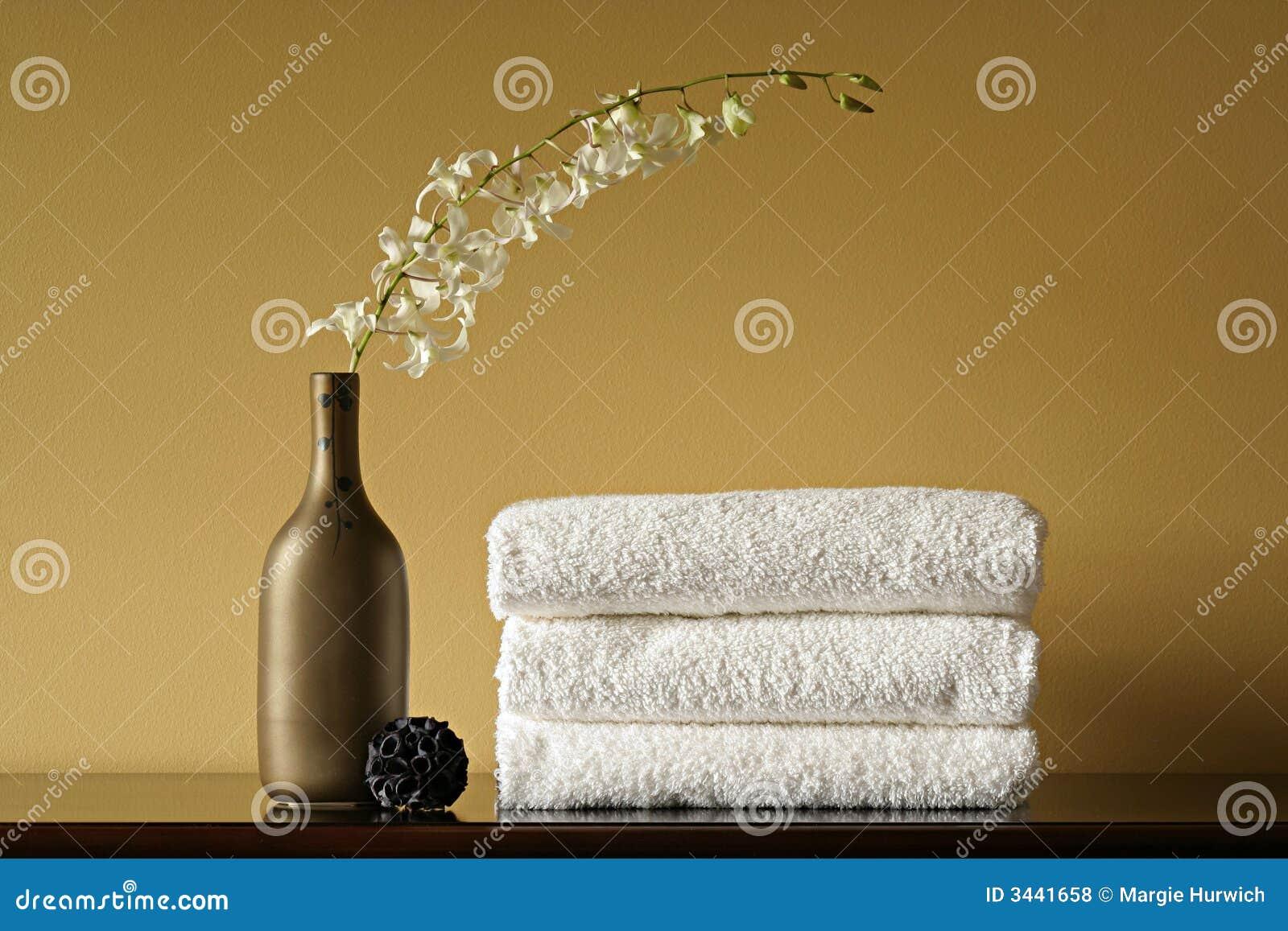 white vase towel 2560x1440 -#main
