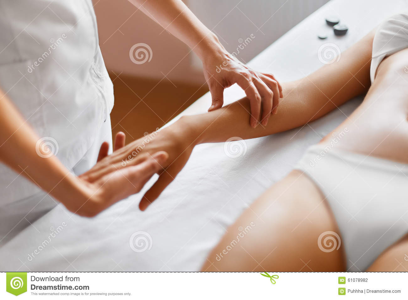 Hand skin treatment stock image 18912145 - Salon massage body body paris ...