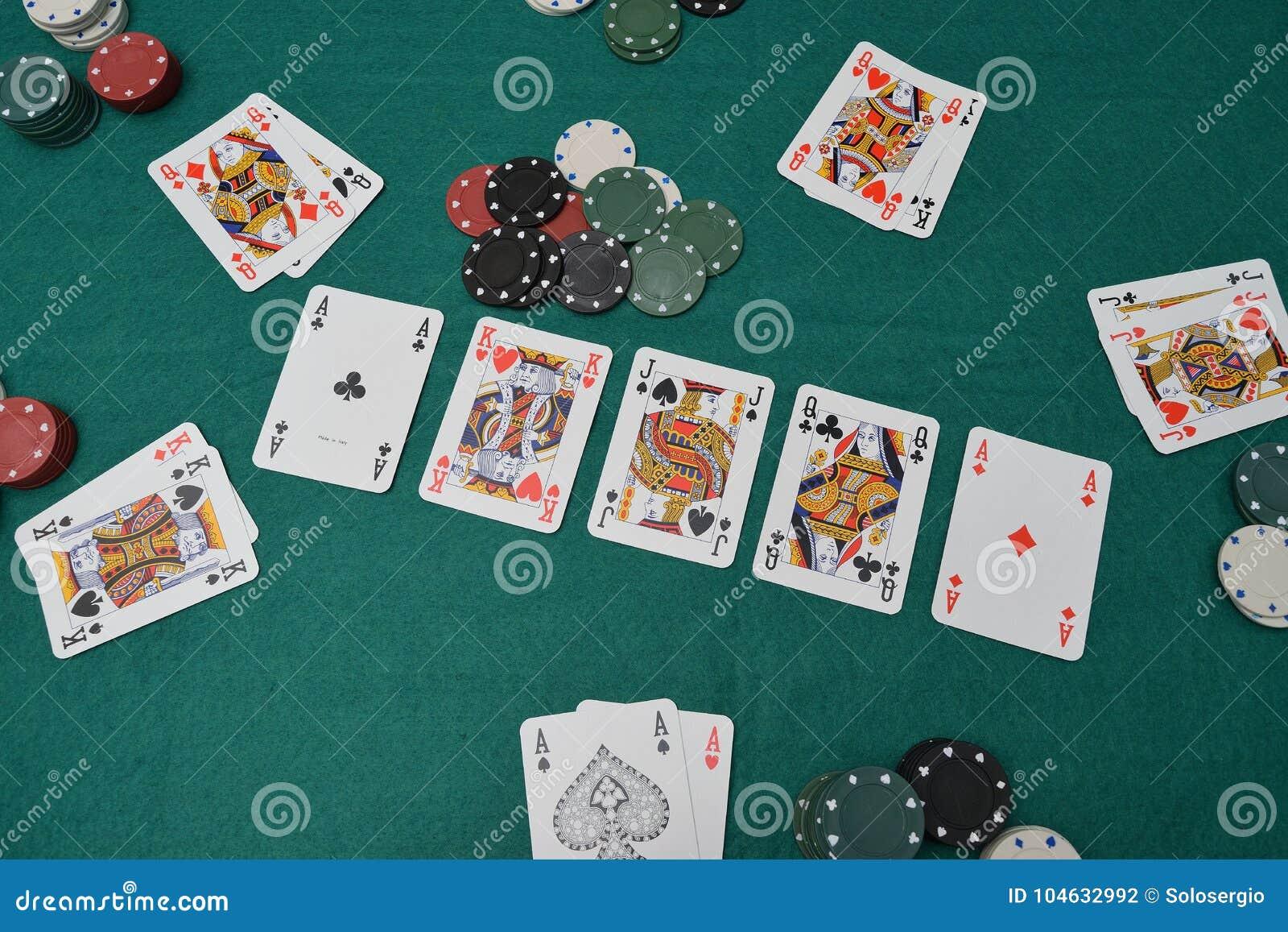 Download Spaanders En Kaarten Op Een Het Gokken Lijst Stock Foto - Afbeelding bestaande uit gambling, zwart: 104632992