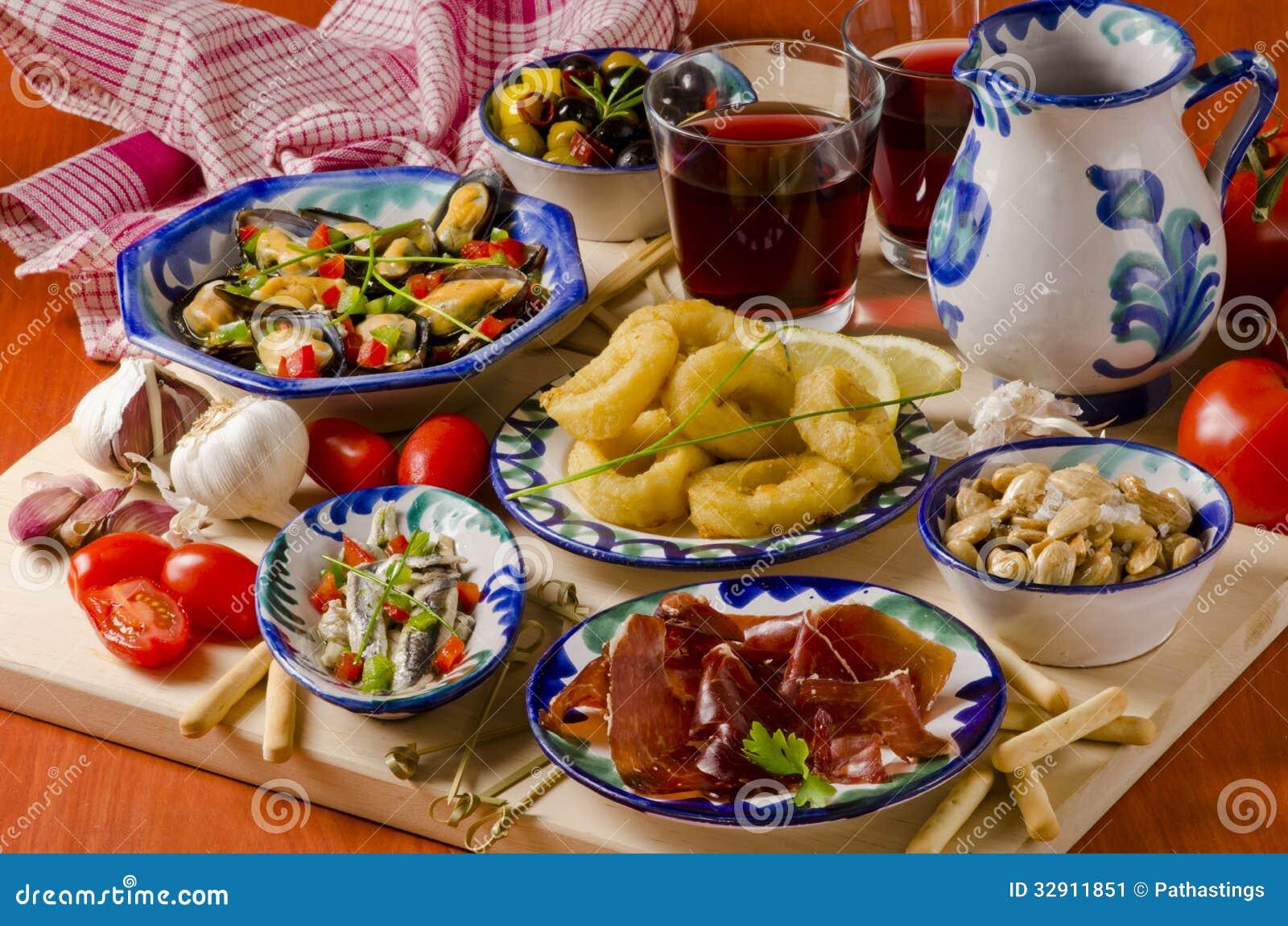 Spaanse Keuken Geassorteerde Tapas Op Ceramische Platen