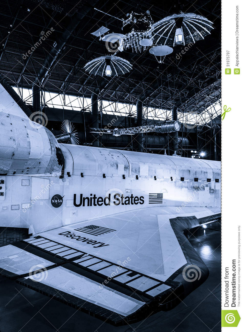 The Space Shuttle Discovery At The Smithsonian Air And ...