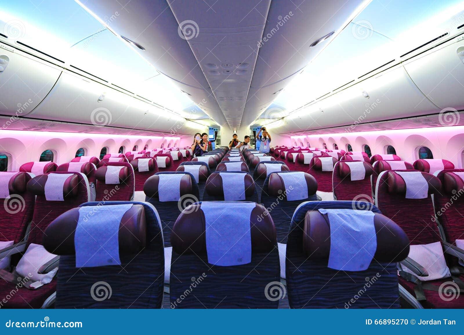 https://thumbs.dreamstime.com/z/spacious-comfortable-economy-class-cabin-qatar-airways-boeing-dreamliner-singapore-airshow-february-february-66895270.jpg