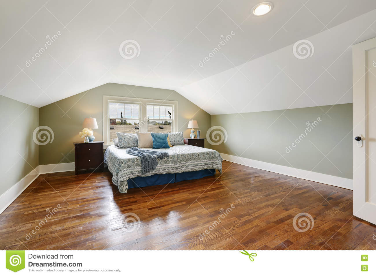Spacious Upstairs Bedroom With Vaulted Ceiling And Hardwood Floor ...
