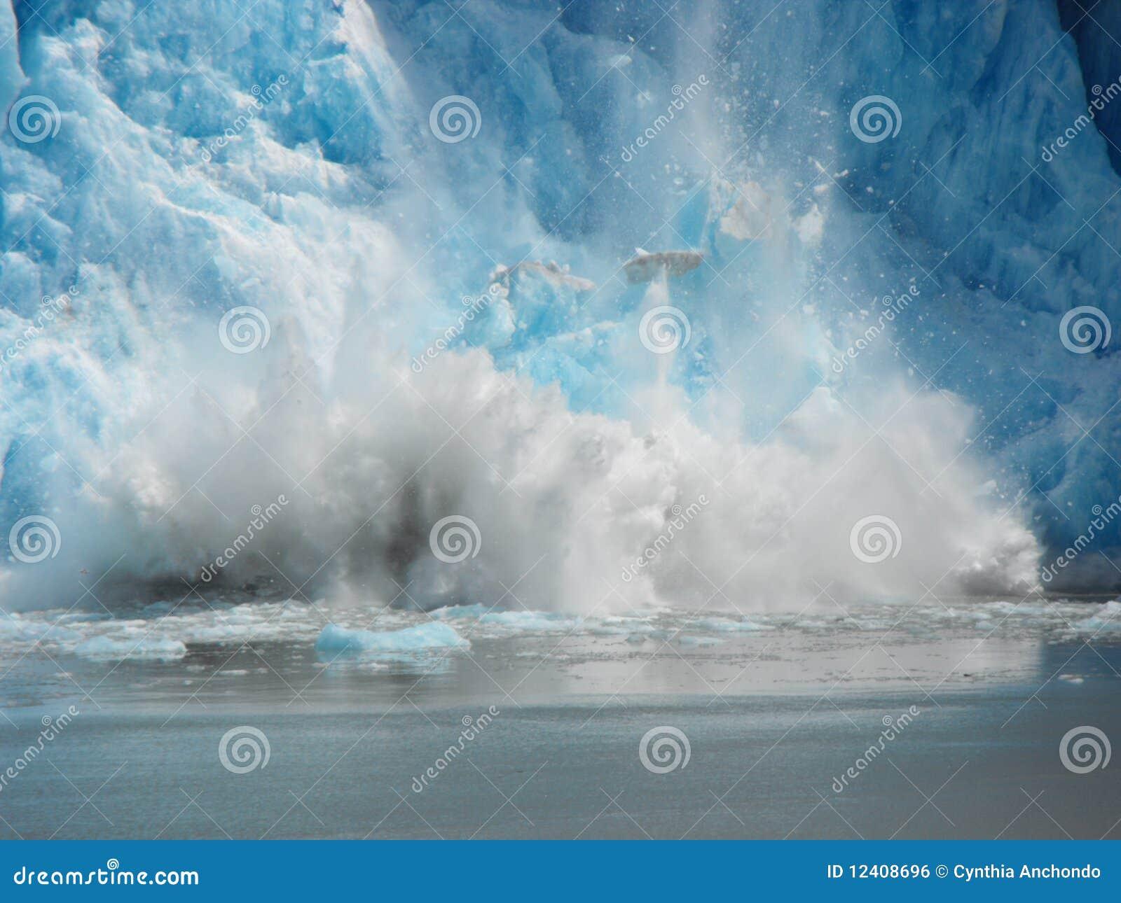 Spadać lód