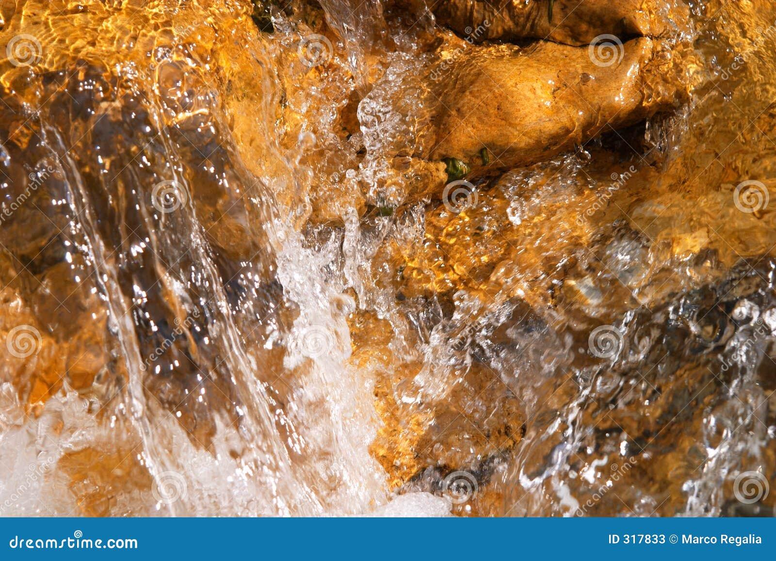 Spadać wody