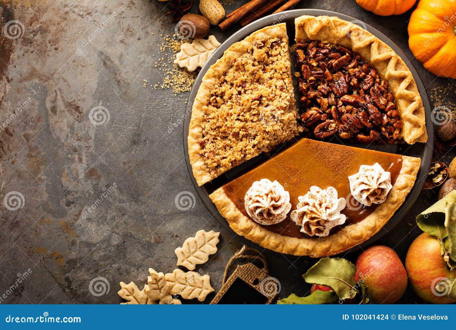 Spadków tradycyjni kulebiaki bania, pecan i jabłko, rozdrobnią