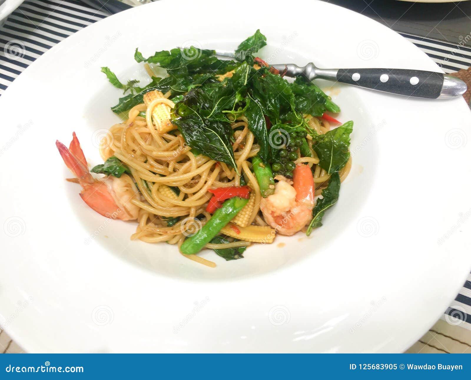 Spagetti med chili och kiSpaghetti med chili- och konungräkan
