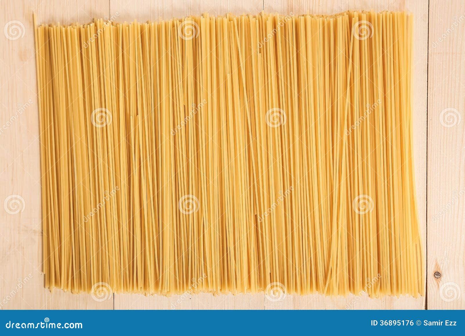 Download Spaghetti fotografia stock. Immagine di verde, alimento - 36895176