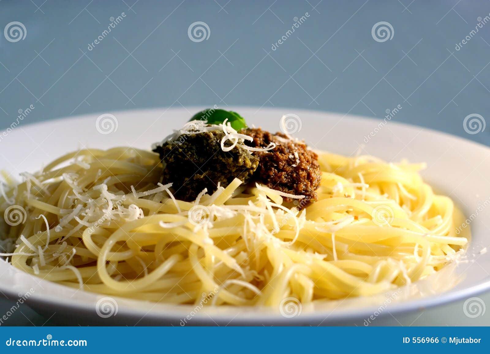 Spaghetti con il pesto