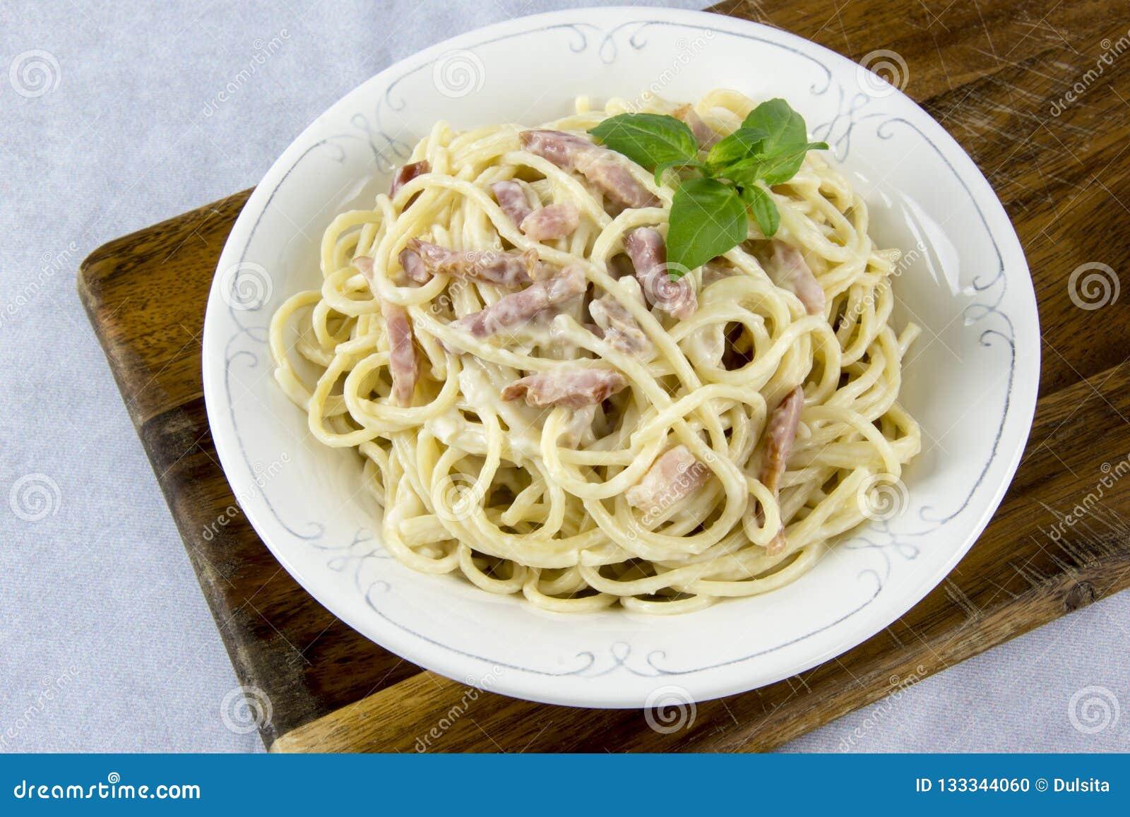 Spaghetti con la salsa di carbonara
