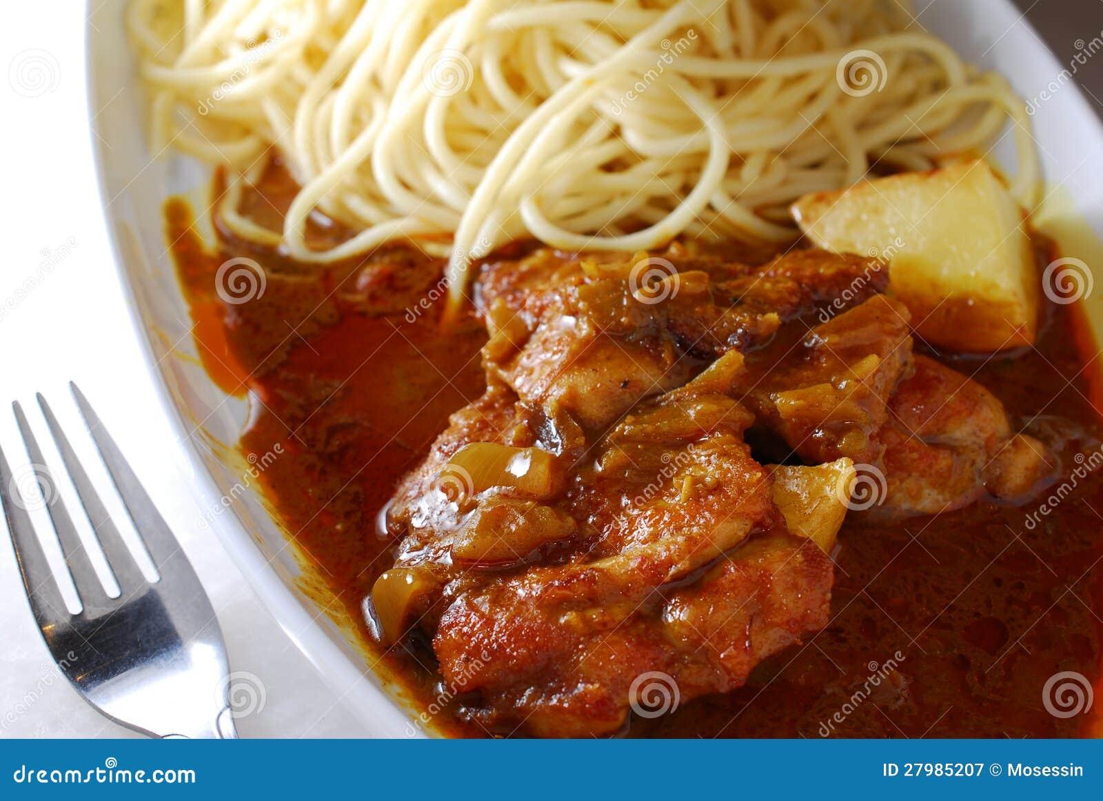 Spaghetti del porco del curry