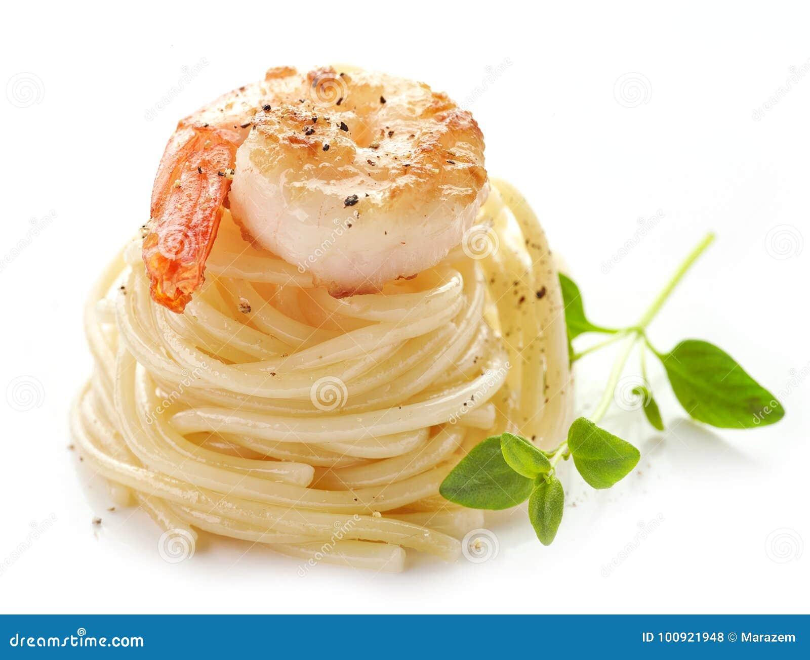 Spaghetti i smażąca krewetka
