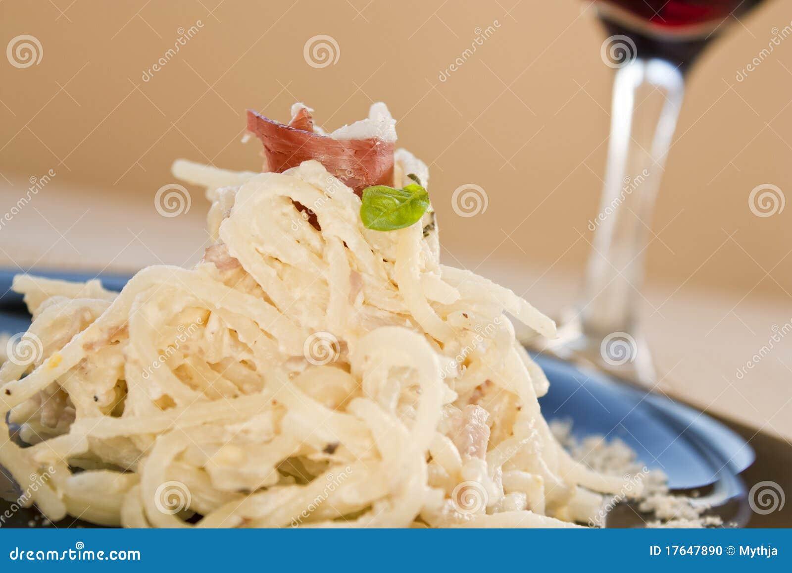 Spaghetti met ham en room