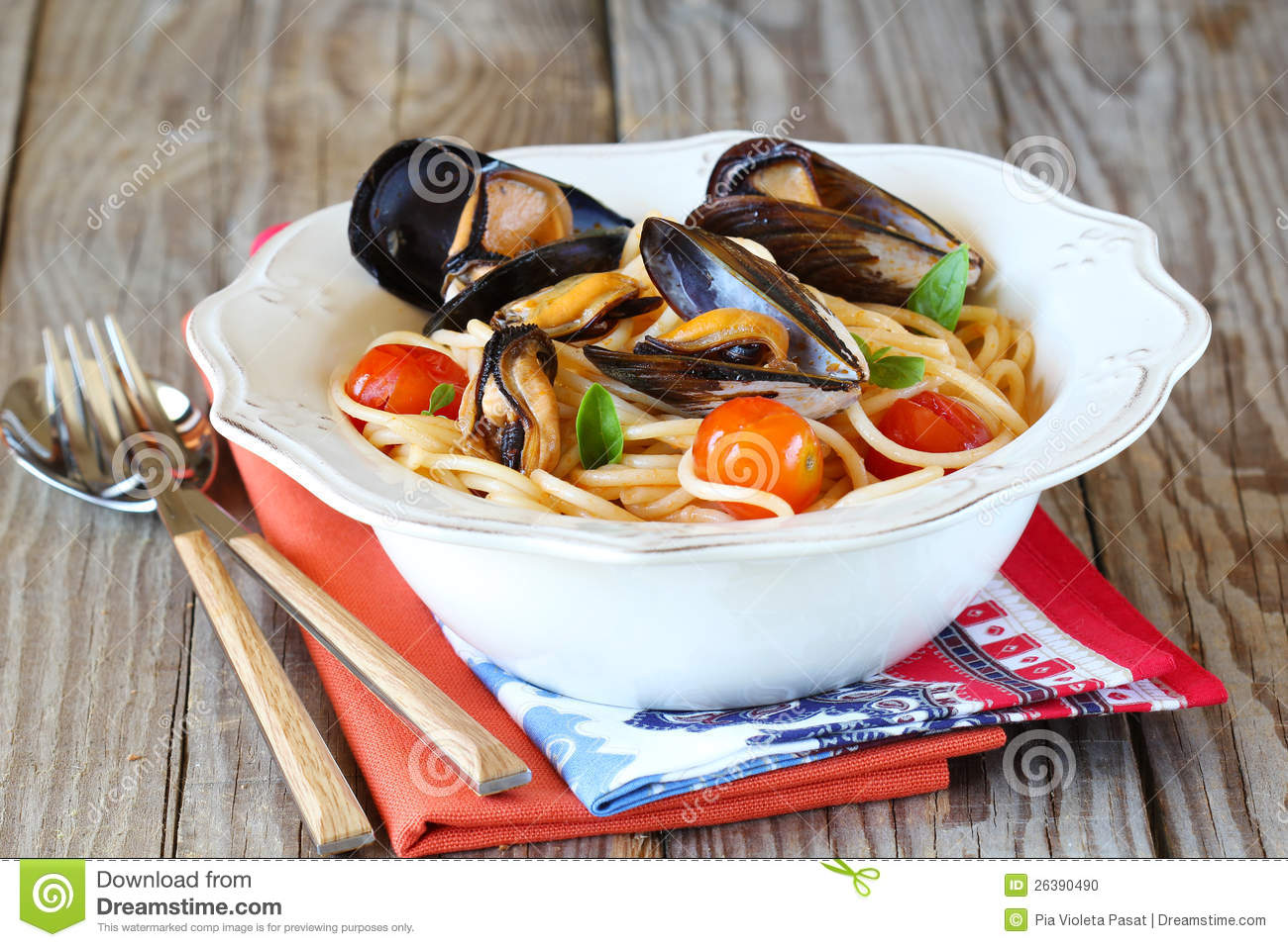Spaghetti with mussels,tomato and basil.
