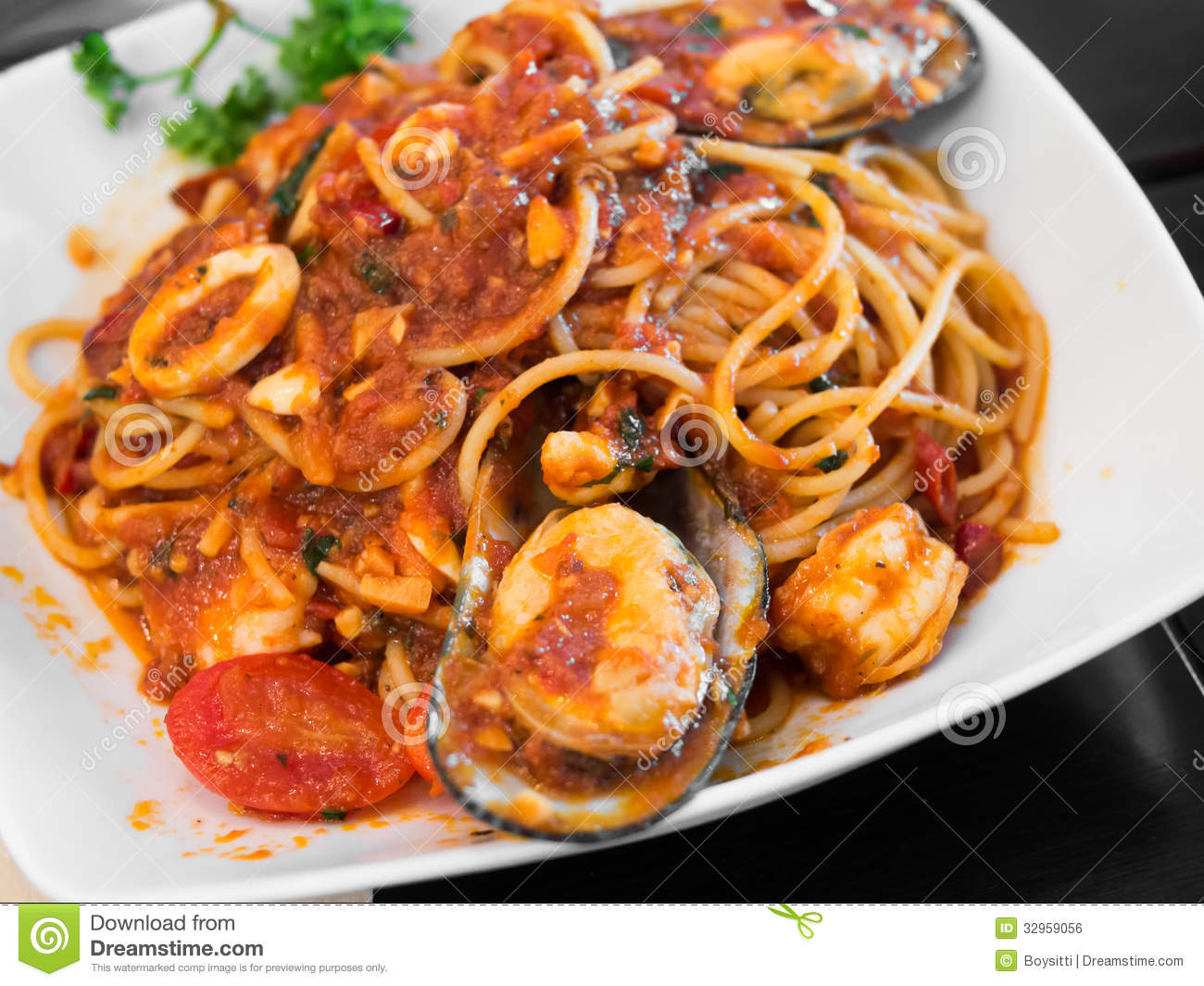 Spaghetti With Mussels And Tomato Sauce Royalty Free Stock Image ...