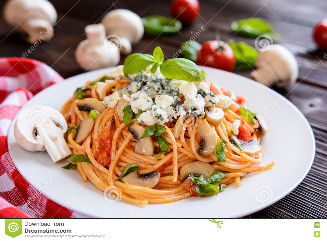 Spaghetti Pasta Salad With Tomato Sauce, Mushrooms, Blue ...