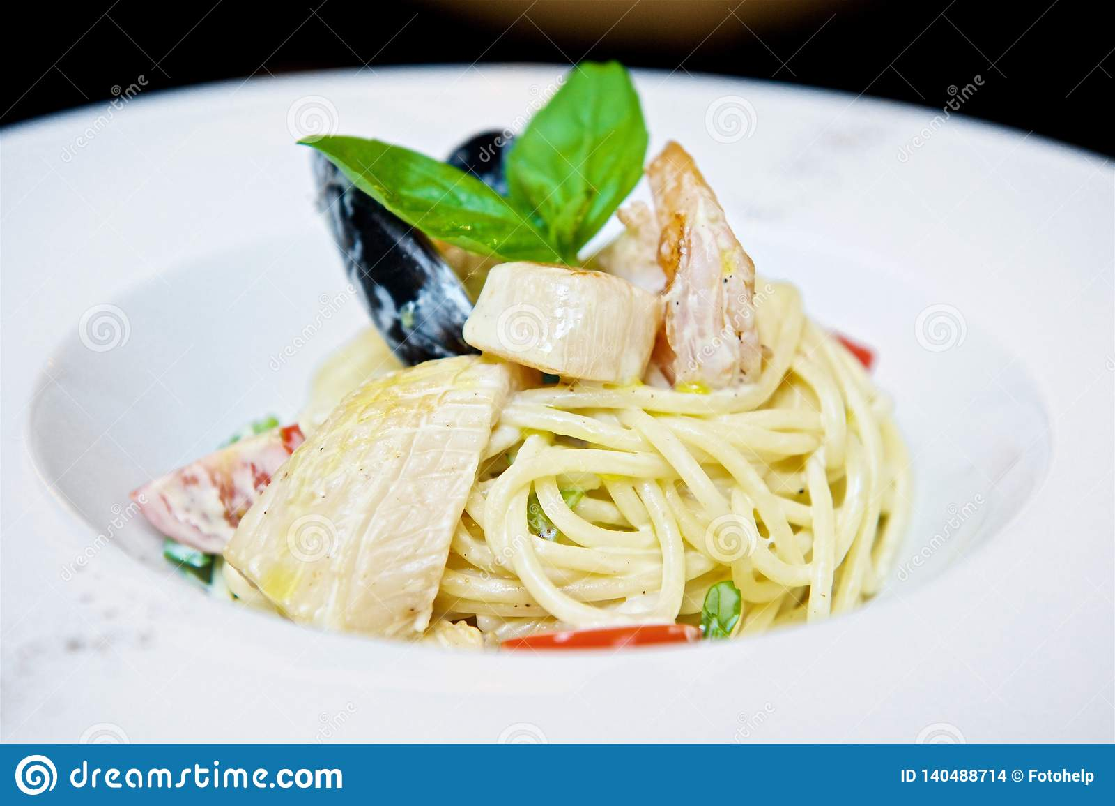 Spaghettis mit Meeresfrüchten und Tomaten