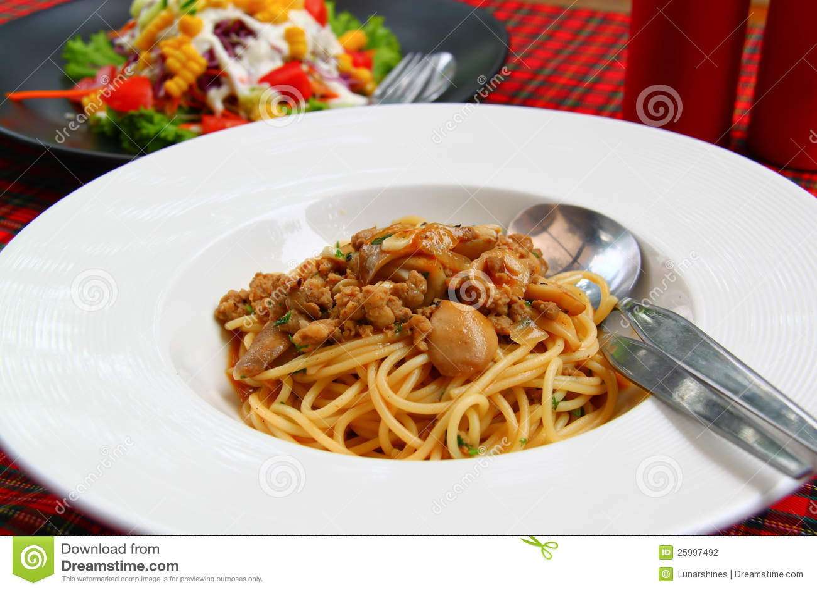 Spaghettis mit Pilzsoße