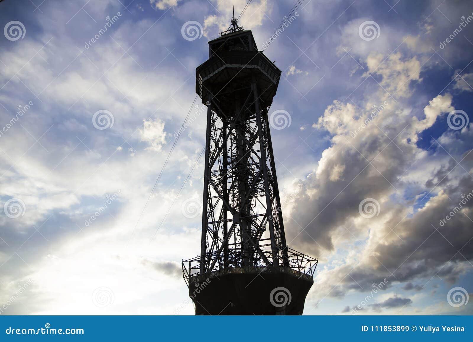 Spanien Barselona - November 20, 2013 Torn av bergbanan för bil för kabel två