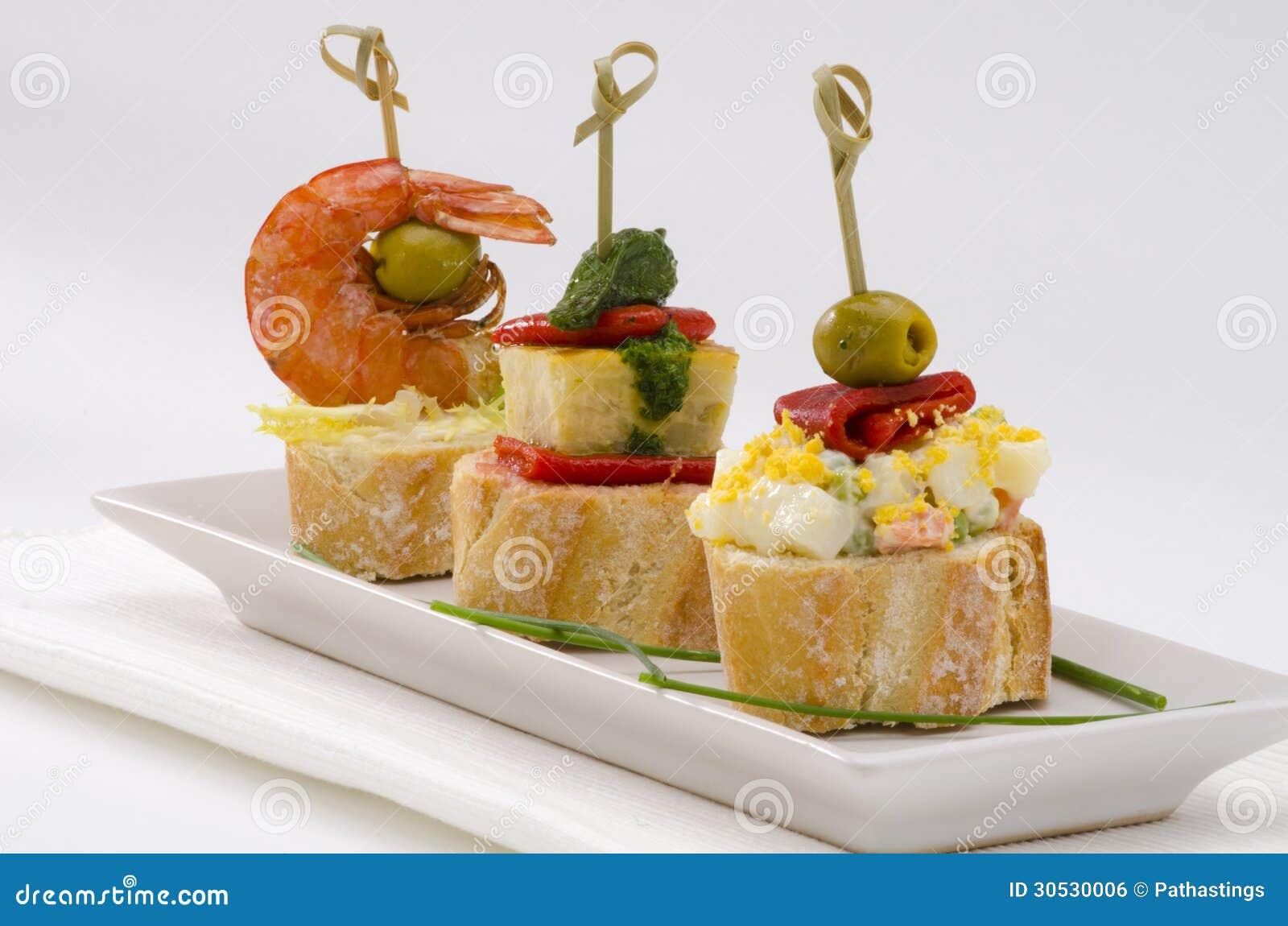 Spanische Küche. Tapas. Behälter Von Montaditos. Stockfoto - Bild ...