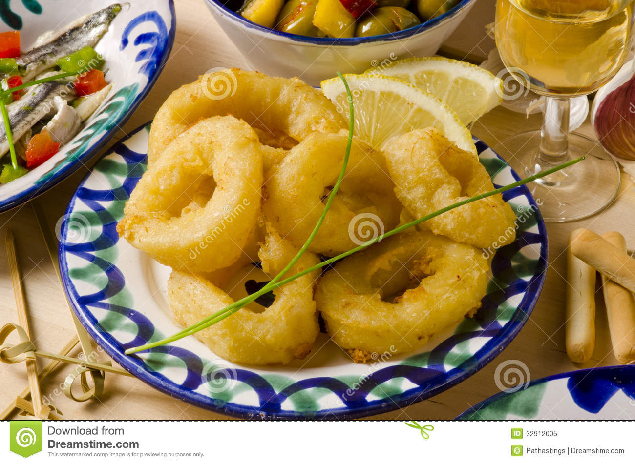 Spanish cuisine fried squid rings calamares a la romana for Cuisine in spanish