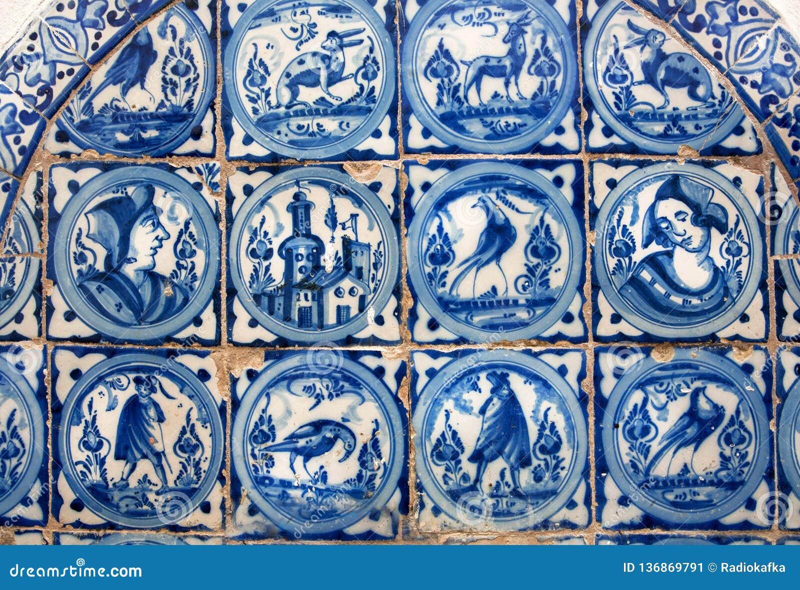 Spansk design av tegelplattan för väggar av alcazaren, exempel av historisk garnering av det 14th århundradet, inre av Seville