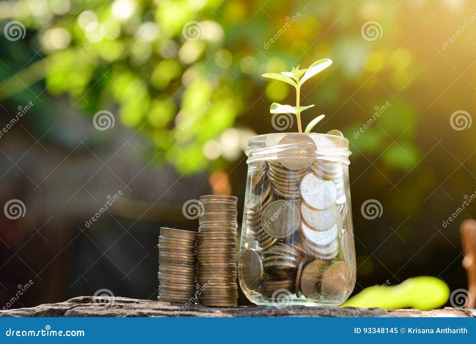 Sparen geld met stapelmuntstuk voor het kweken van uw zaken en installatieu