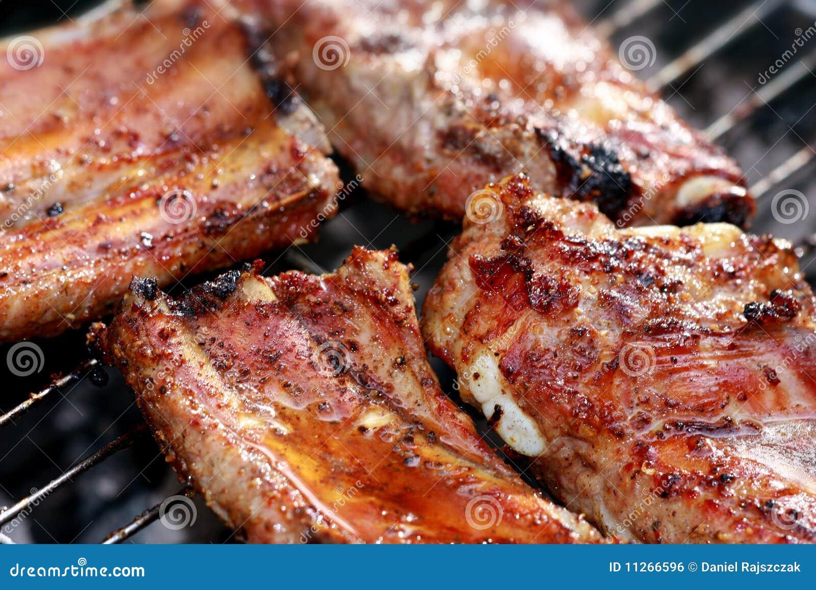 Grille Spareribs På Gasgrill : Spareribs auf dem grill stockfoto bild von heiß gekocht