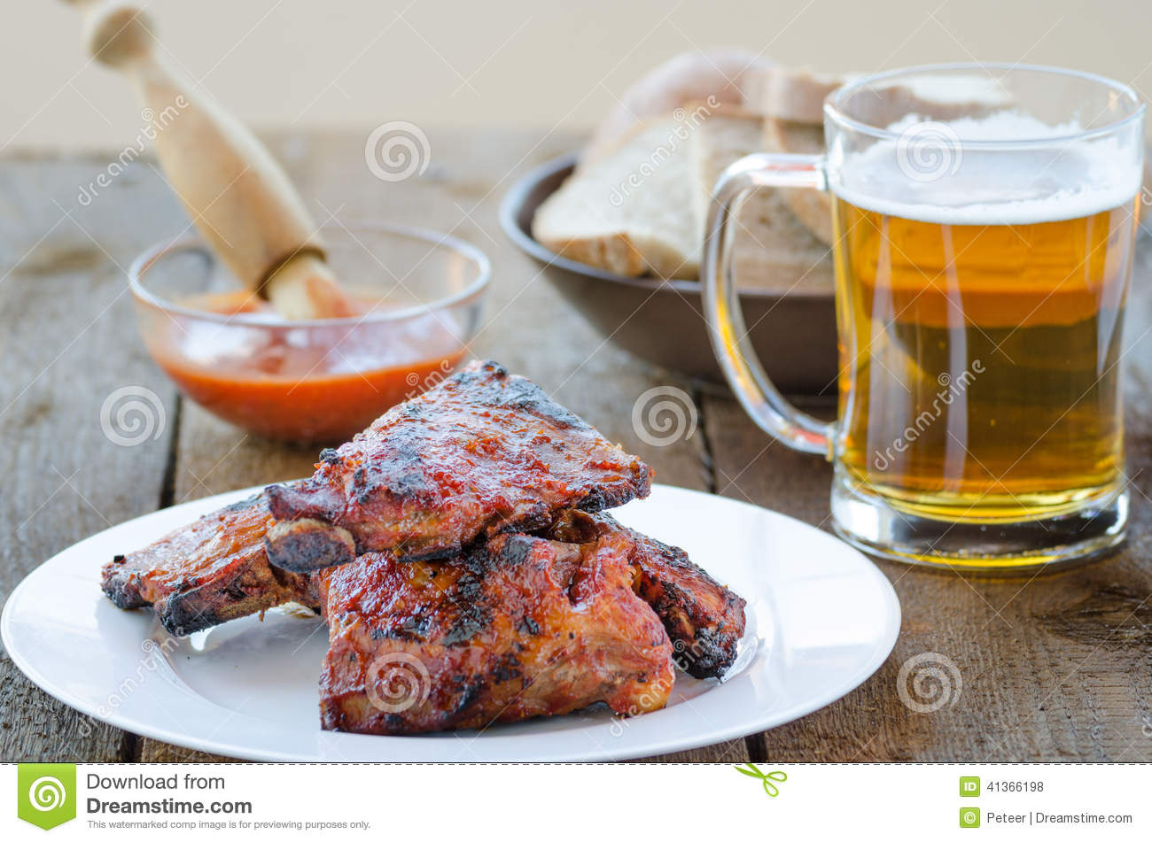 Grille Spareribs På Gasgrill : Spareribs on grill with hot marinade czech beer stock photo
