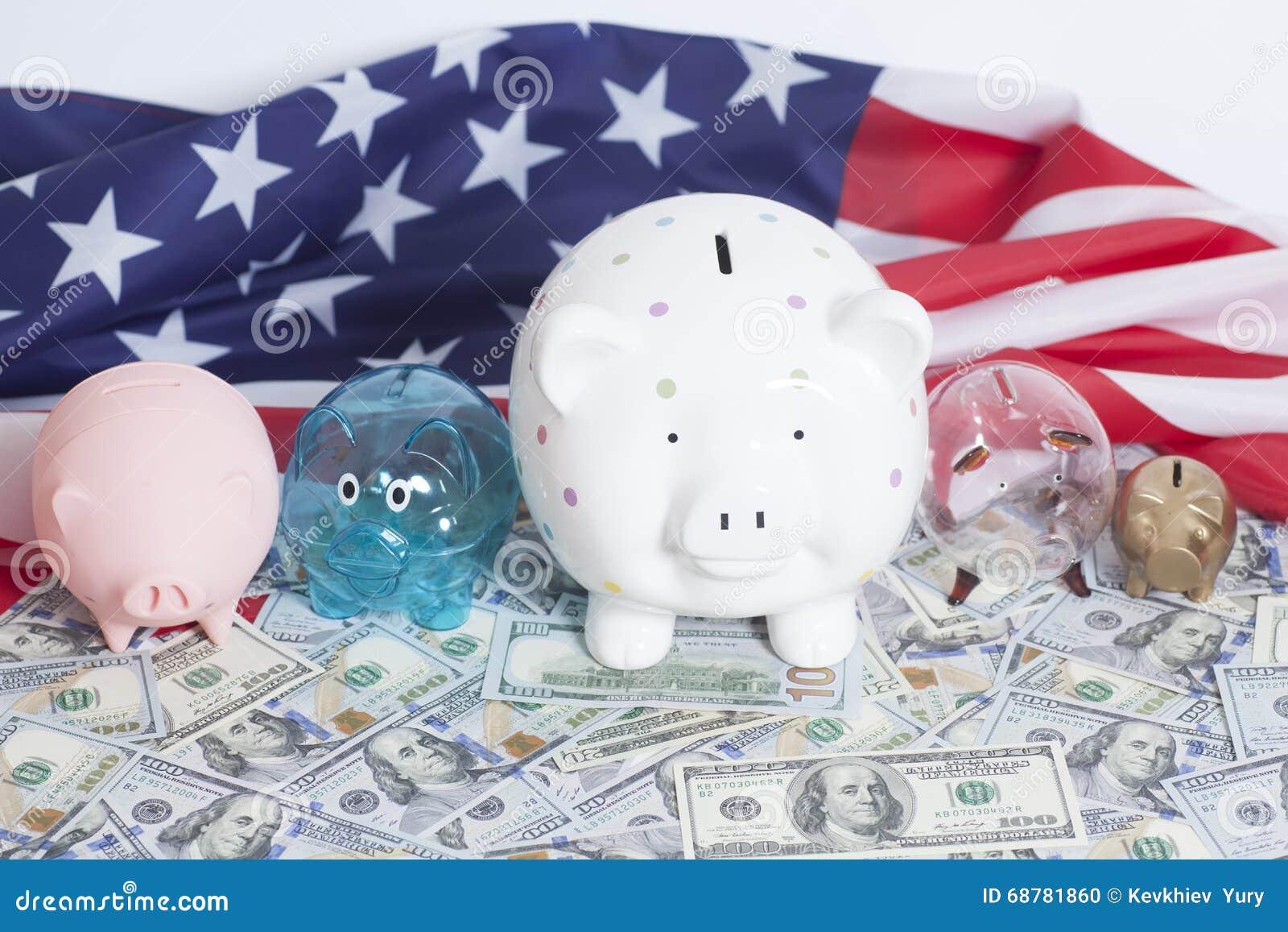 Spargrisar på dollar med amerikanska flaggan