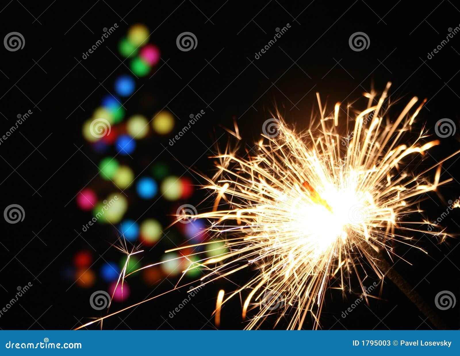 Weihnachtsbaum Explodiert.Sparkler Und Weihnachtsbaum Stockbild Bild Von Muster Explosion