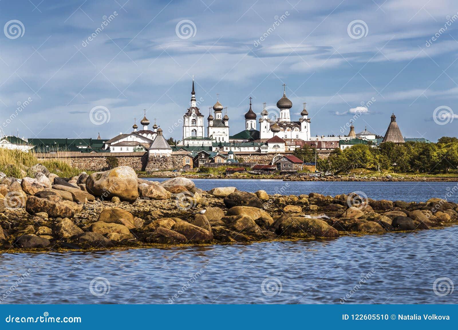 Spaso-Preobrazhensky Solovetsky stavropegial修道院的看法在大索洛韦茨基群岛上的从白海 阿尔汉格尔斯克州关于