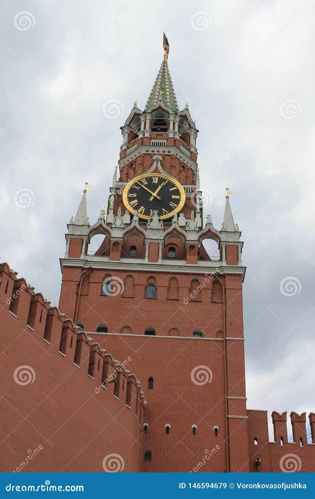 Spasskaya torn av Kreml p? r?d fyrkant i Moskva, Ryssland