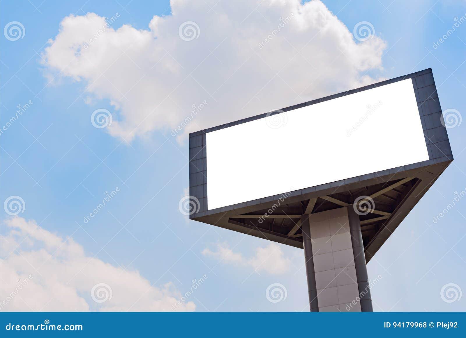 Spatie 3 ziet billbord tegen blauwe hemel onder ogen