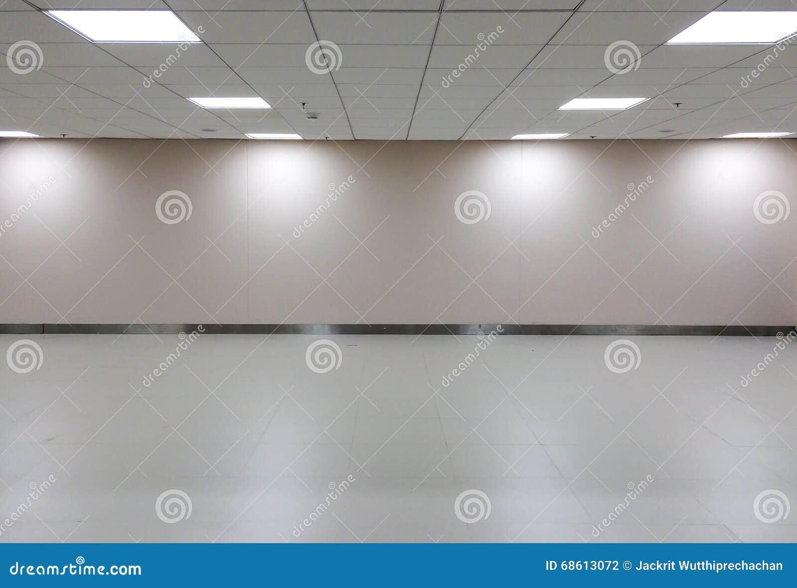 Plafoniera Ufficio Design : Spazio vuoto di stanza bianca con plafoniera per l interno della
