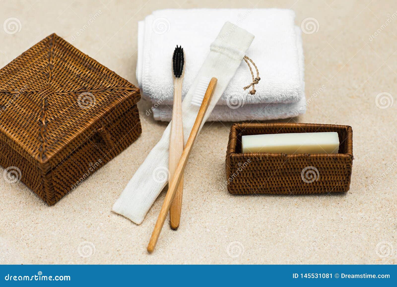 Spazzolini da denti e sapone di bambù di eco