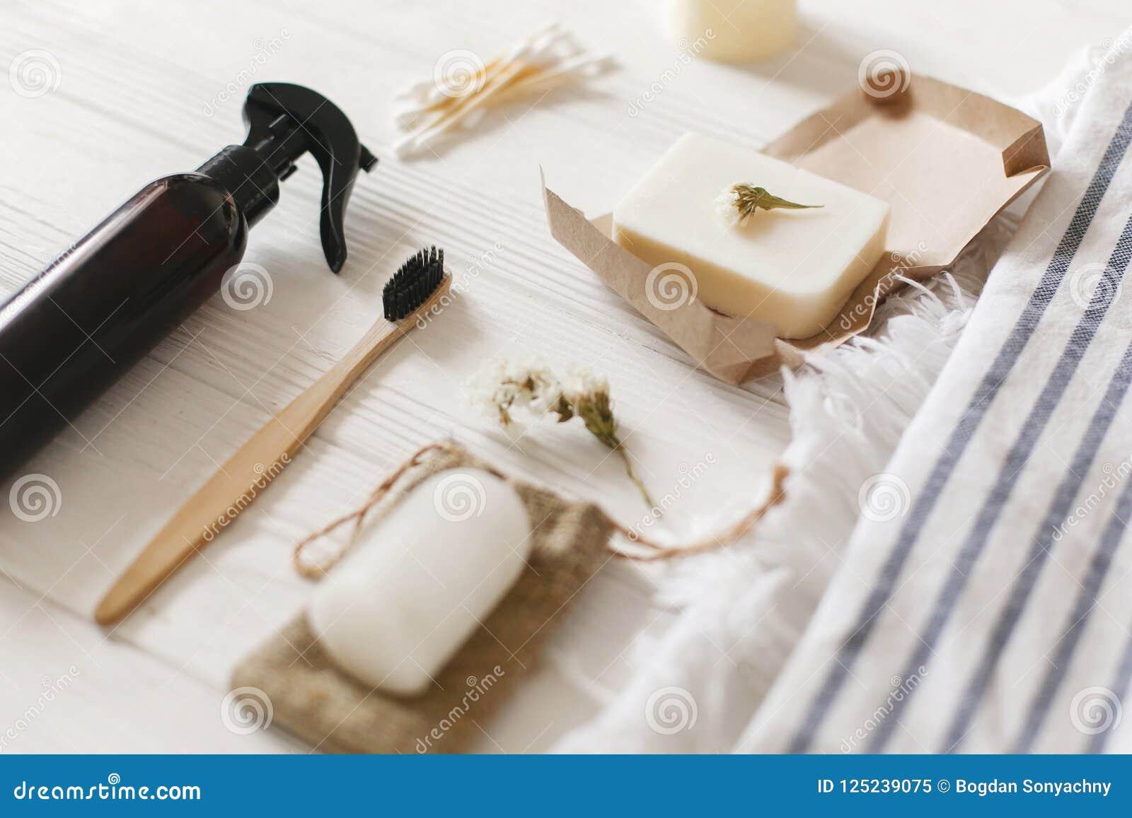 Spazzolino da denti di bambù di eco naturale, sapone della noce di cocco, detersivo fatto a mano,