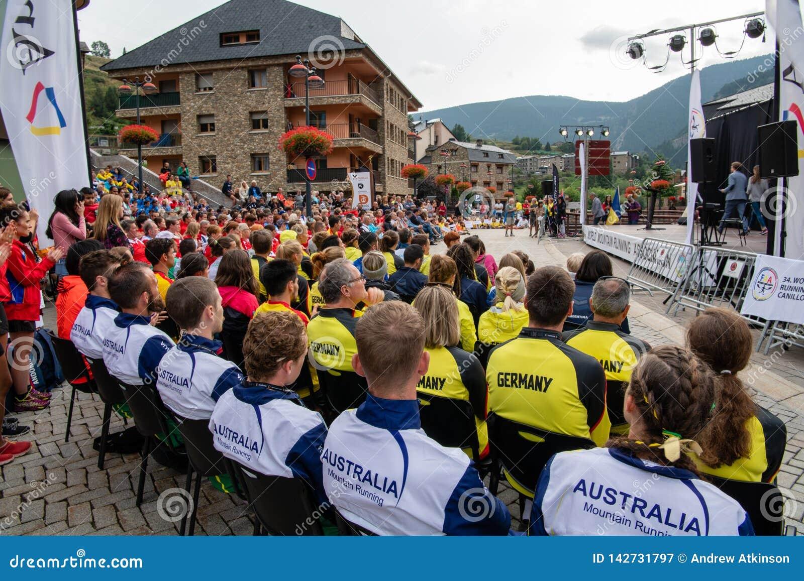 Speaches à la cérémonie fonctionnante de s ouvrir de championnats de montagne du monde