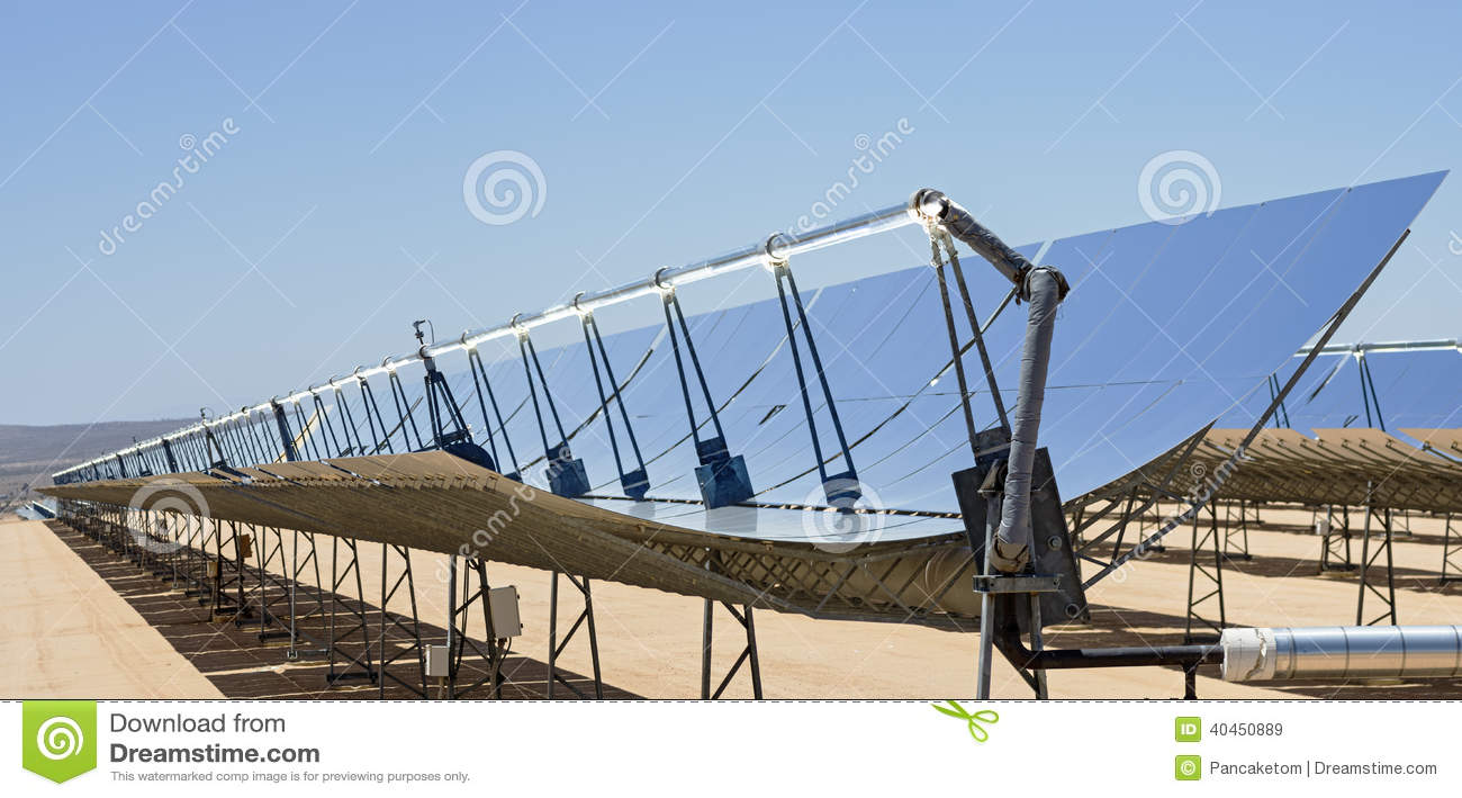 Specchi solari della centrale elettrica fotografia stock immagine 40450889 - Centrale solare a specchi ...