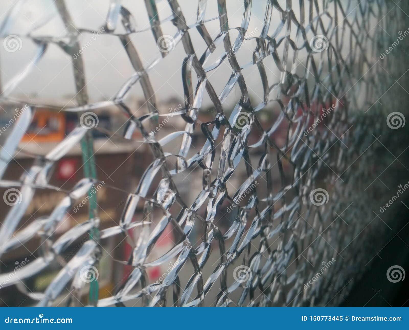 Specchio della rottura con il pic della gabbia