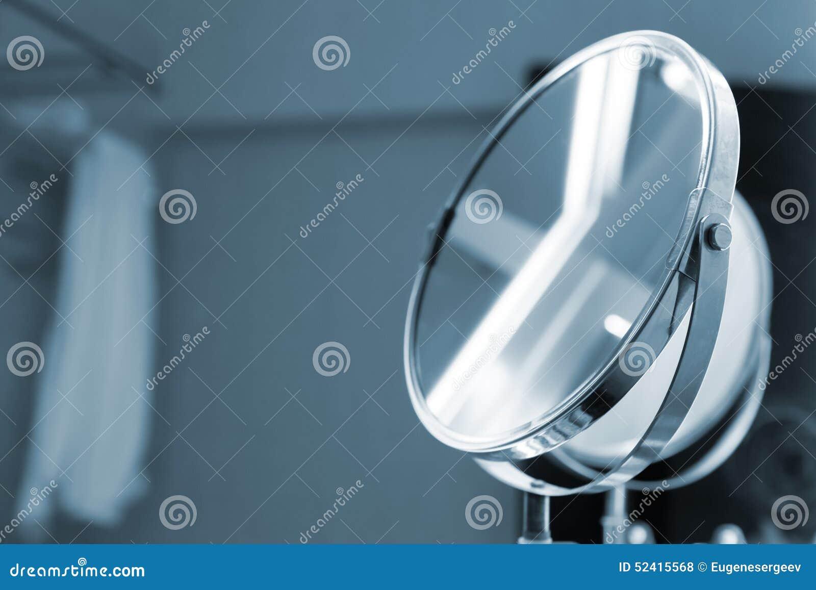 Specchio rotondo con illuminazione blu del bagno tonificato