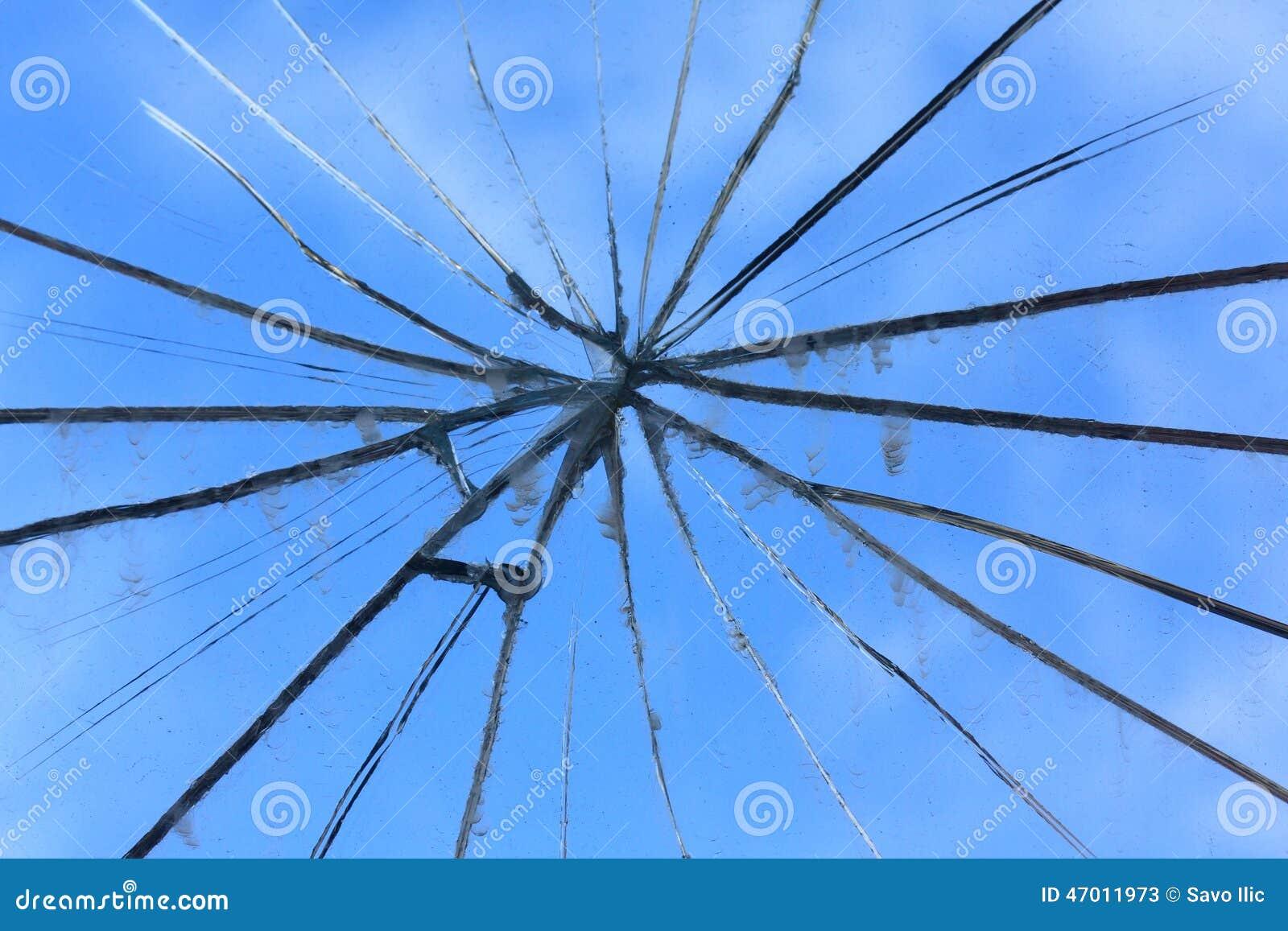 Specchio rotto fotografia stock immagine 47011973 - Specchio rotto sfortuna ...