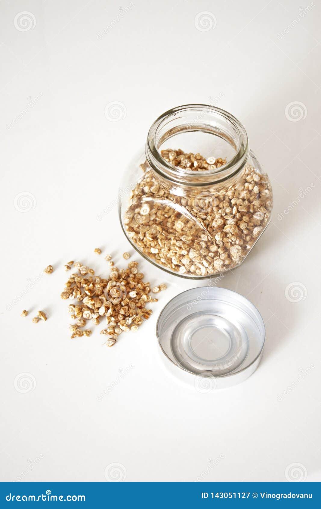 Specerij Droge peterseliewortel Kruiden los en in een glaskruik