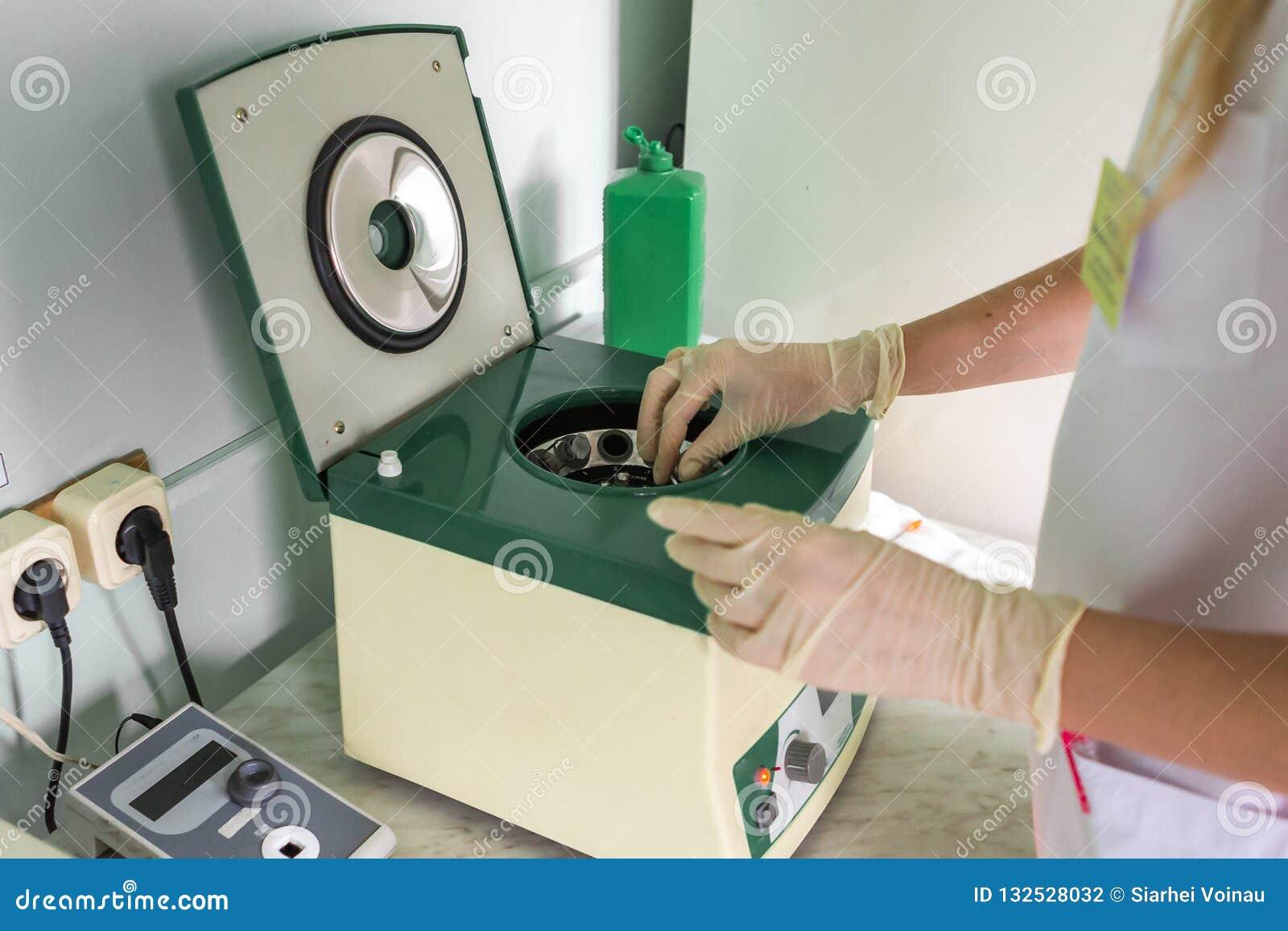 Speciaal, medische apparatuur, reageerbuizen In het Laboratorium Het werk van een arts