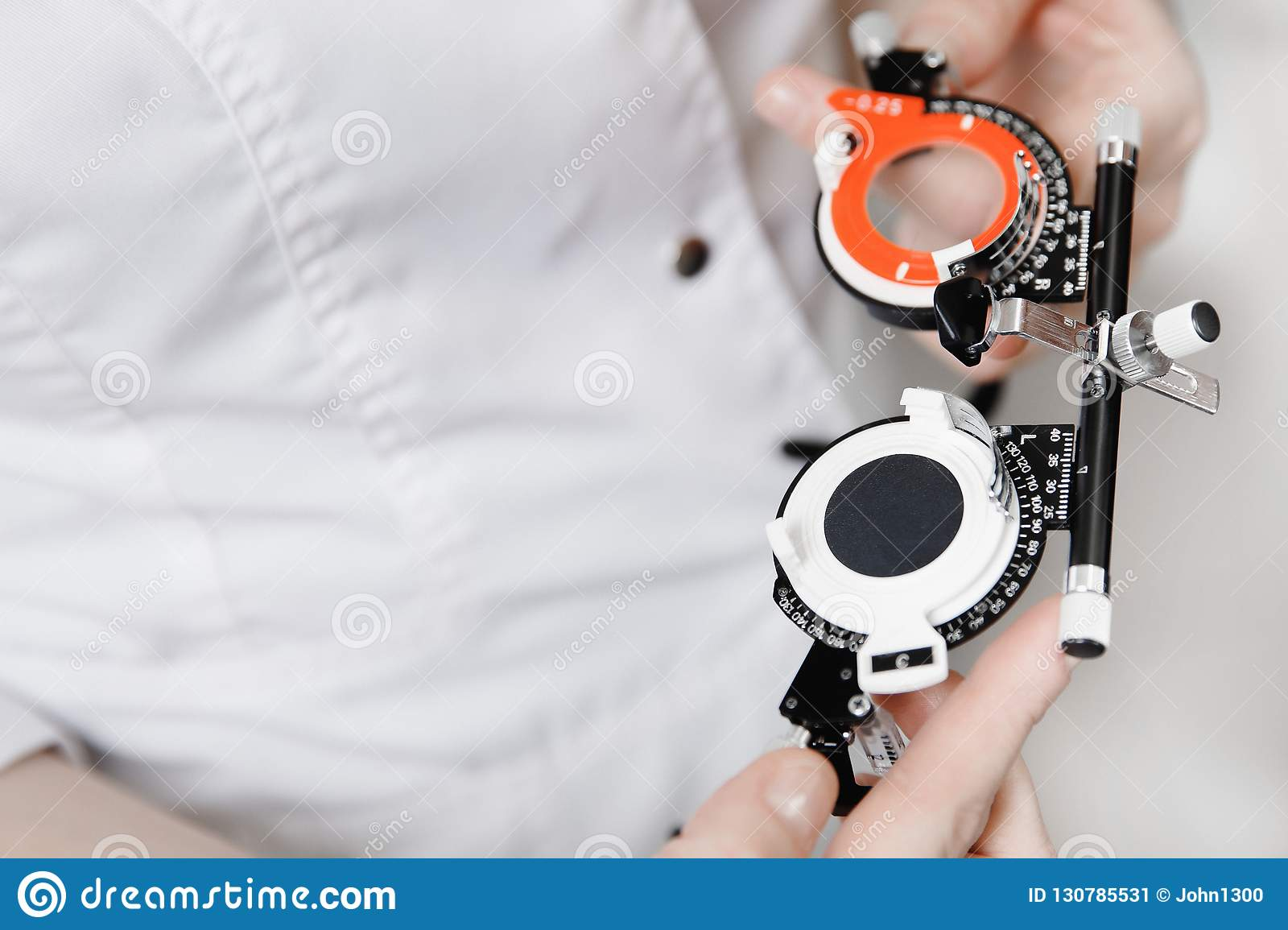 Special diagnostic ophthalmic equipment for vision check and close-up lens selection