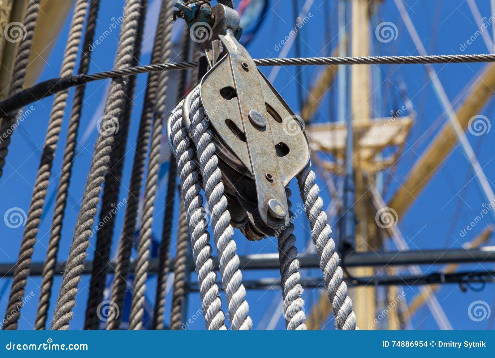 Specificerar utrustning av skeppet på däck