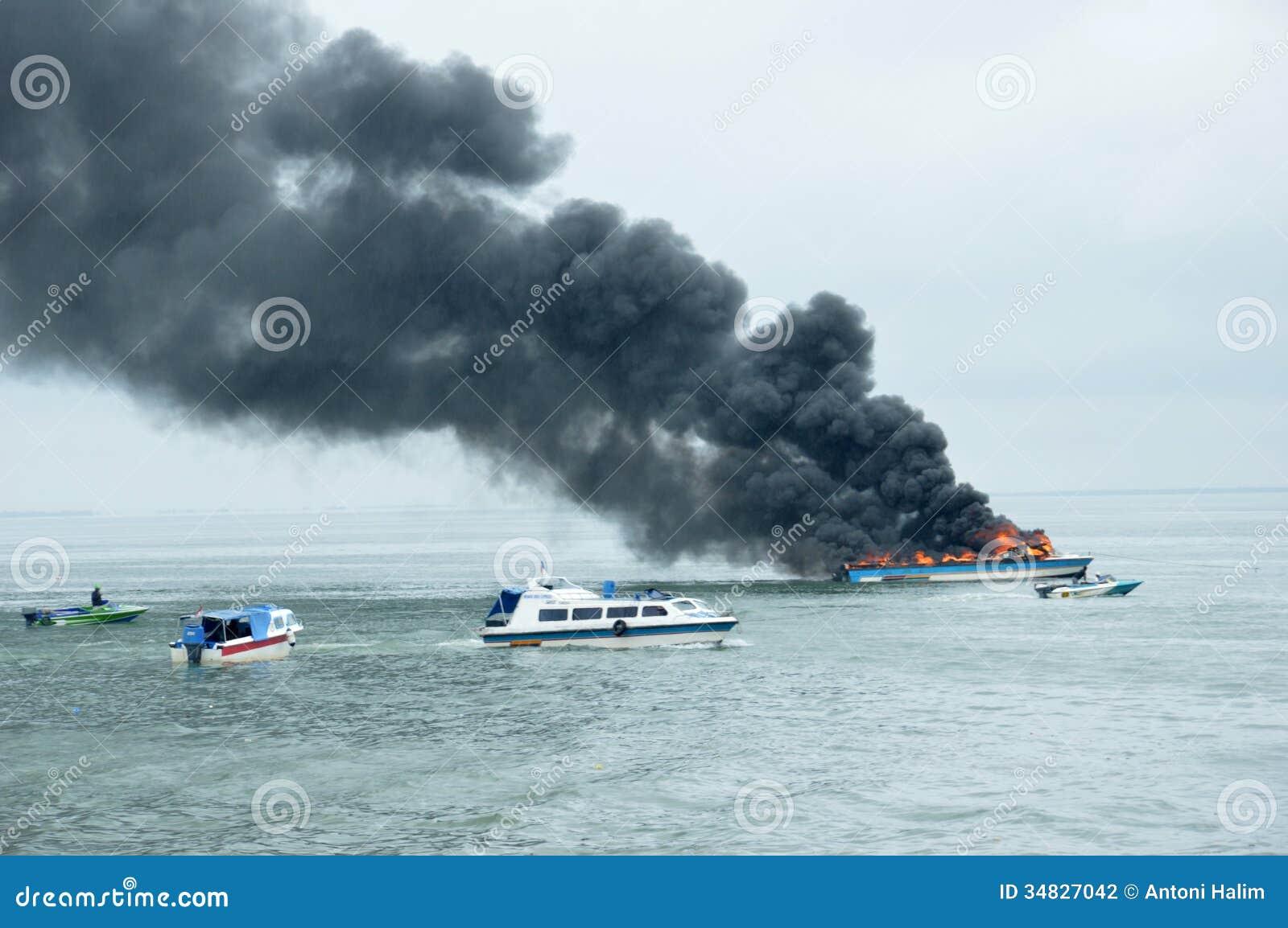 Tarakan Indonesia  City pictures : TARAKAN, INDONESIA Oct 31 : a speedboat carrying passengers between ...