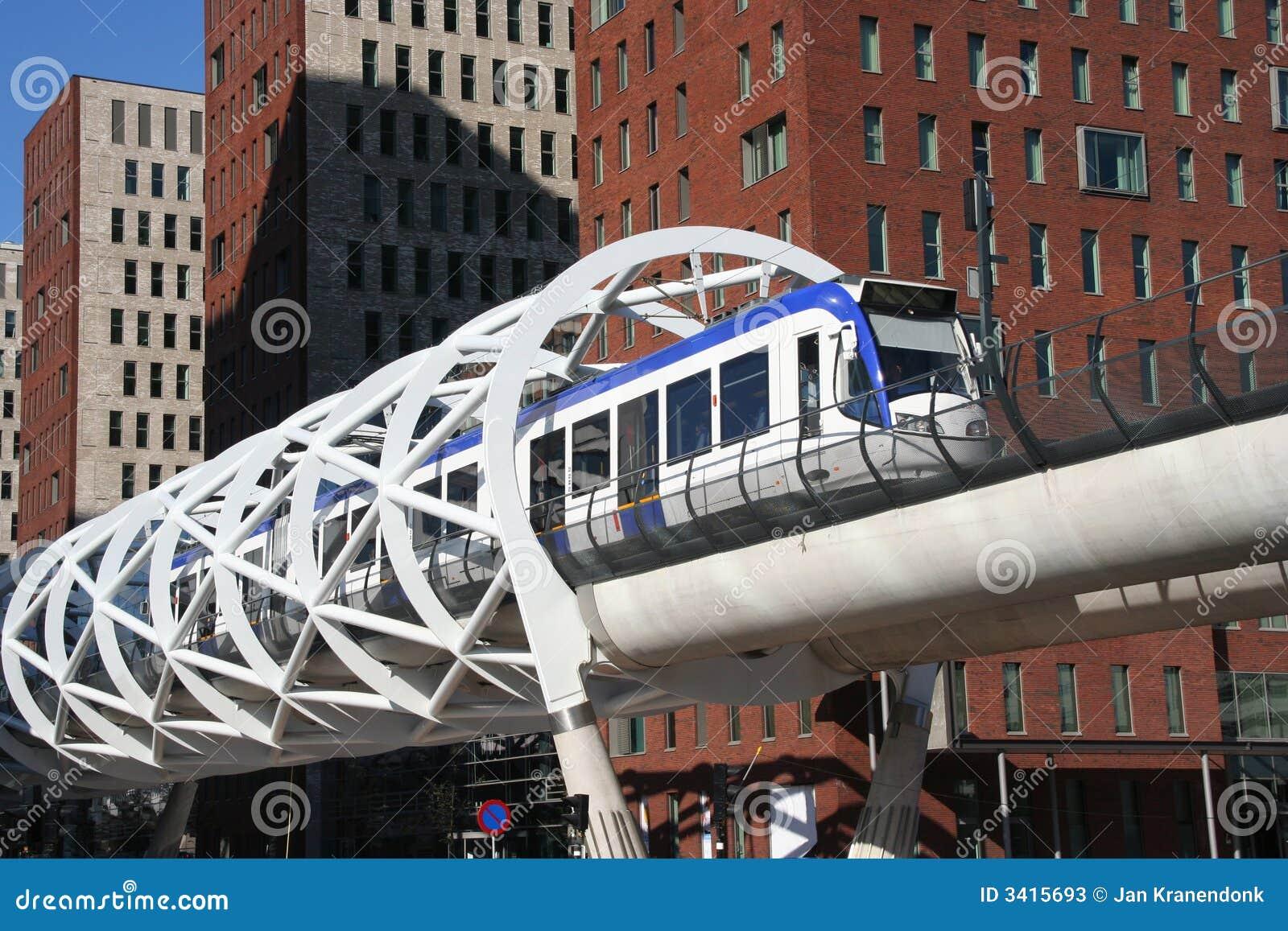 speed-tram-3415693.jpg