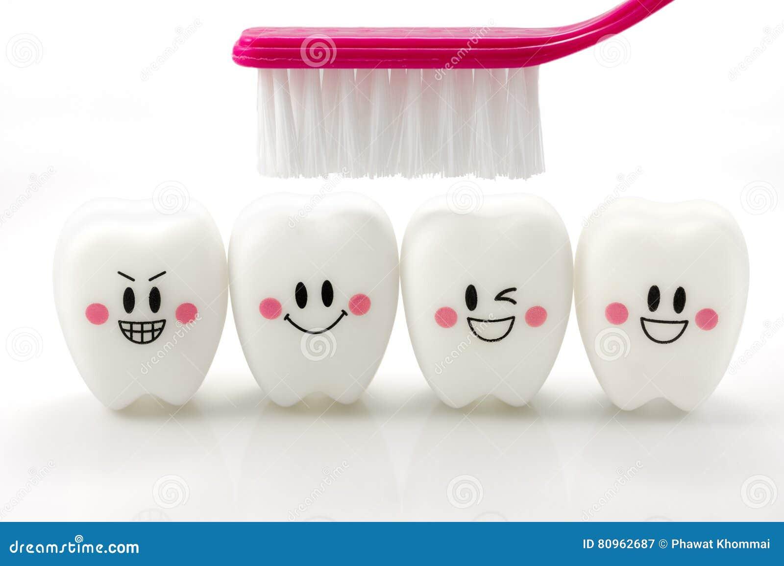 Speelgoedtanden in een het glimlachen stemming op witte achtergrond wordt geïsoleerd die