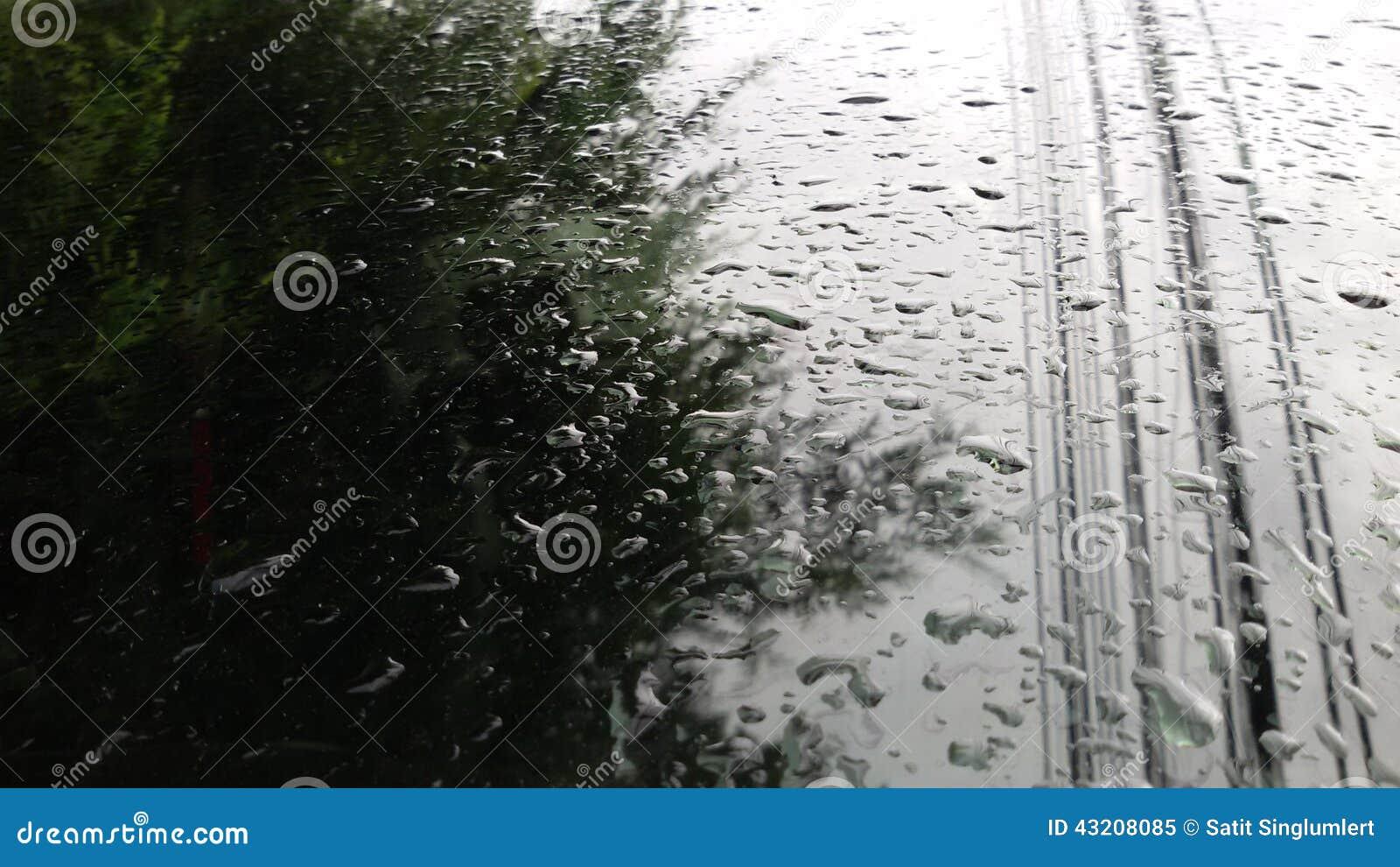 Download Spegelreflexion Av En Lantbrukarhemingång Fotografering för Bildbyråer - Bild av vått, reflexion: 43208085